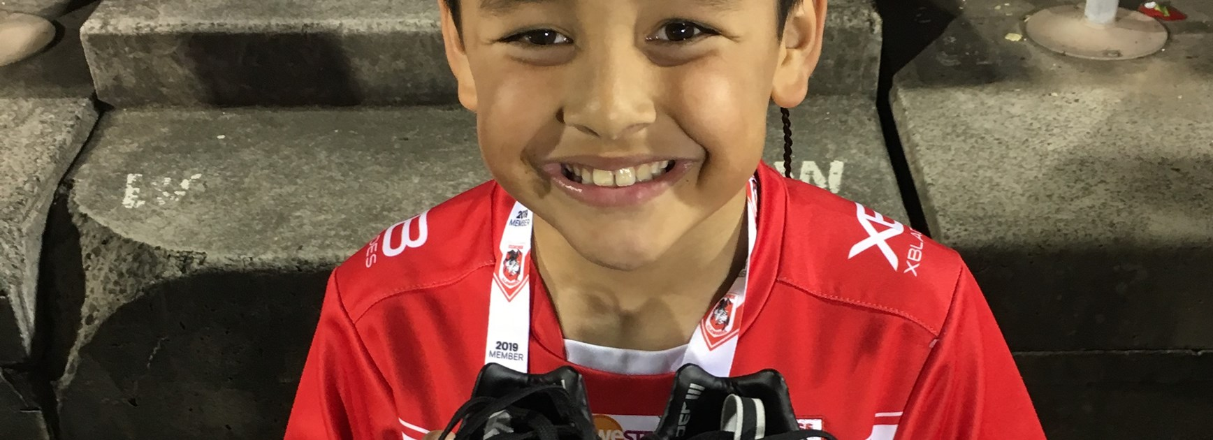 Frizell brightens fan's day despite concussion
