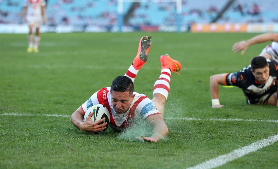 Digital Image by Robb Cox ©nrlphotos.com: Gerard Beale scores a try :NRL Rugby League - Round 20, St George Illawarra Dragons V Wests Tigers at ANZ Stadium, Saturday July 27th 2014.